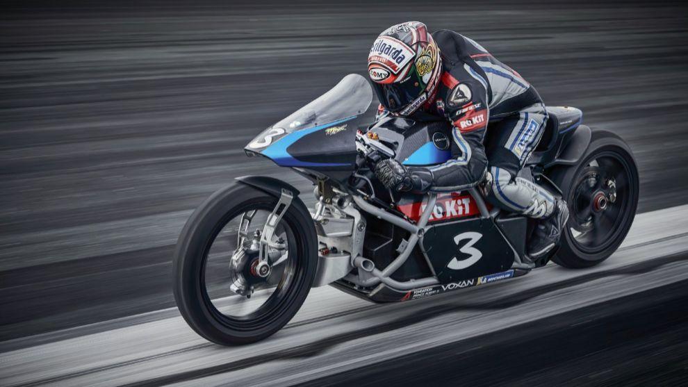 Max Biaggi bate nueve récords del mundo de velocidad en moto eléctrica