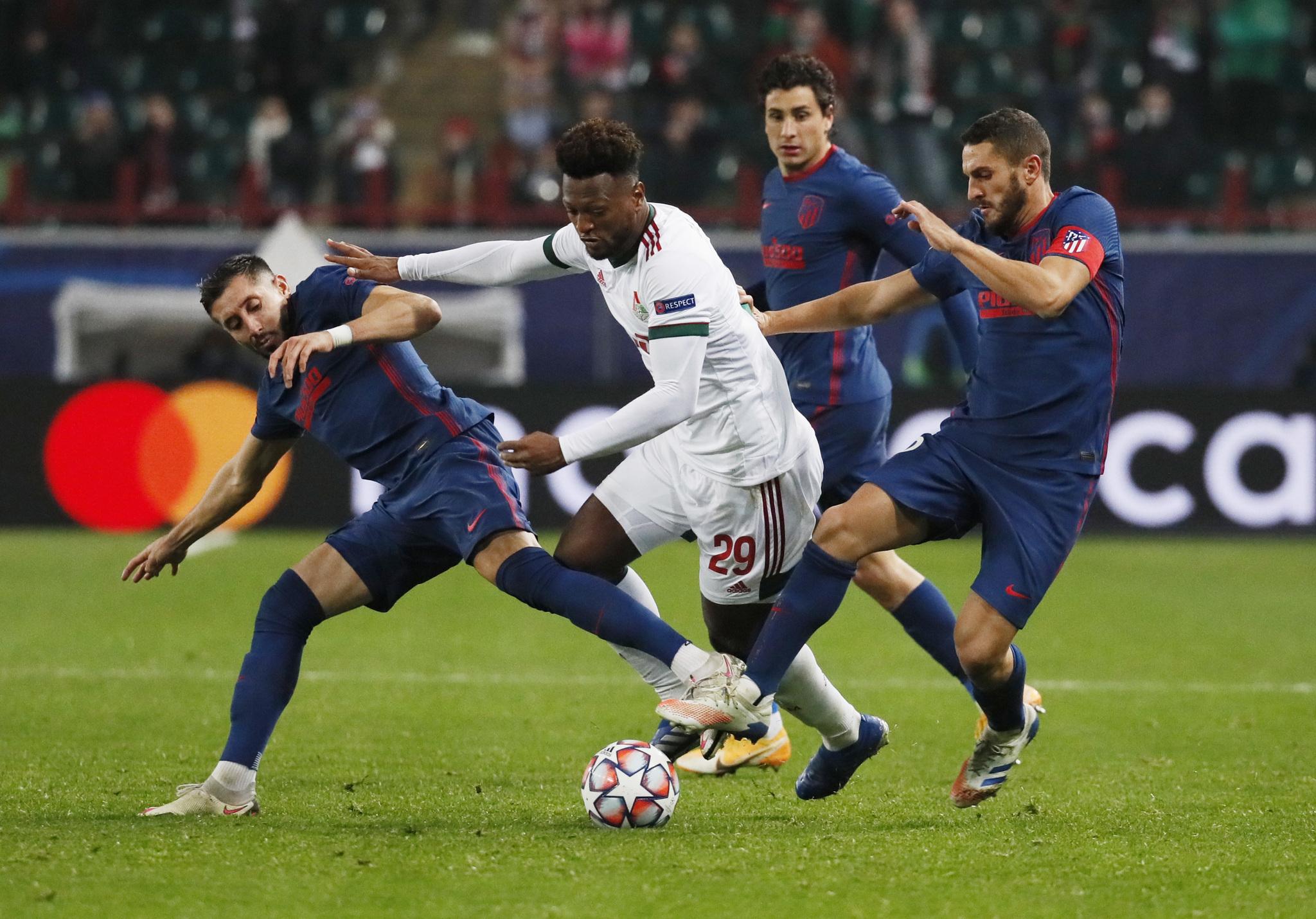 Héctor Herrera y el Atlético dejan ir la victoria ante el Lokomotiv