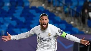 Sergio Ramos celebra su gol ante el Inter de Milán.