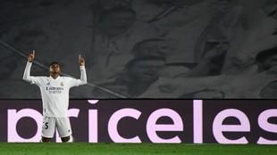 Rodrygo celebra de rodilla su gol al Inter de Milán