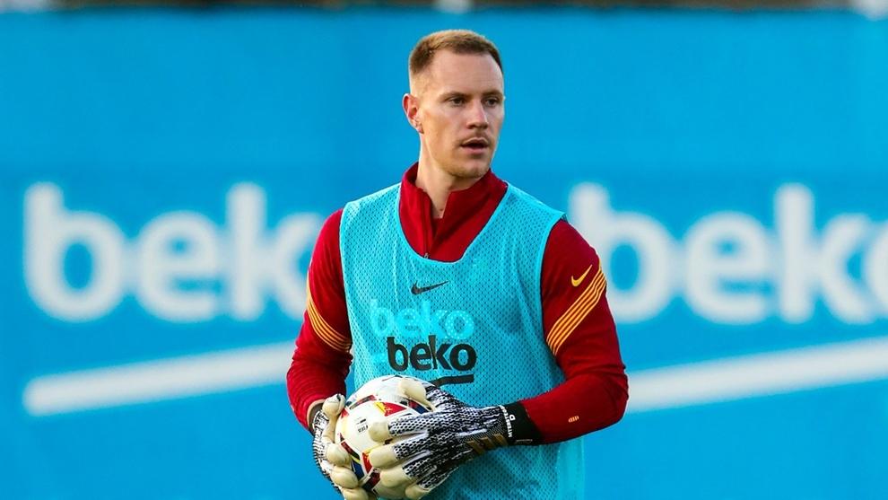 Ter Stegen, en un entrenamiento del Barcelona.
