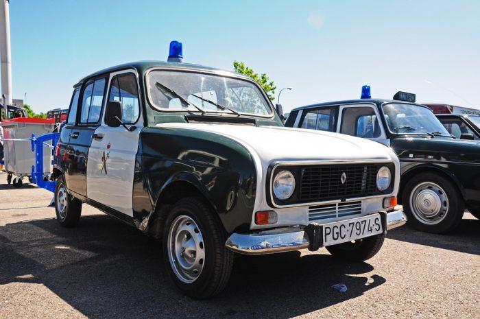 Un Renault 4L, el famoso 'Cuatro Latas', también 'sirvió' en la Guardia Civil.