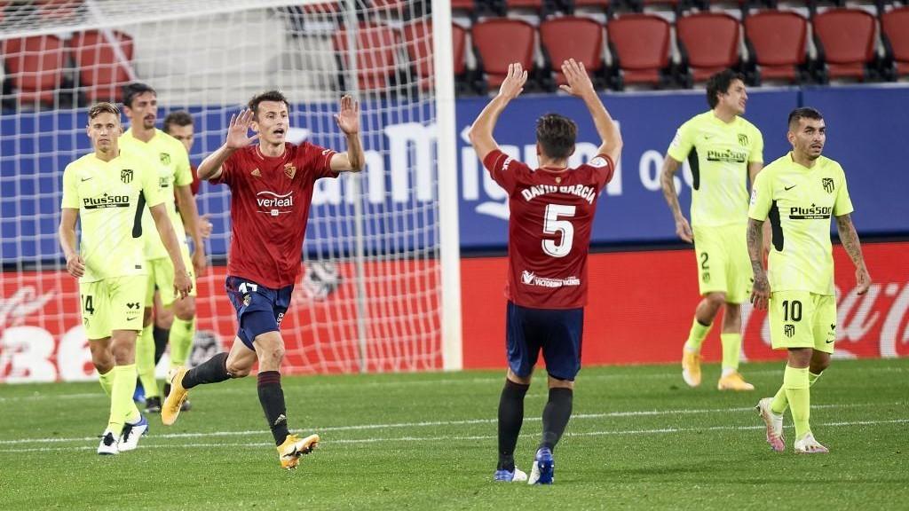 Budimir corre hacia David García para celebrar el tanto que marcó...