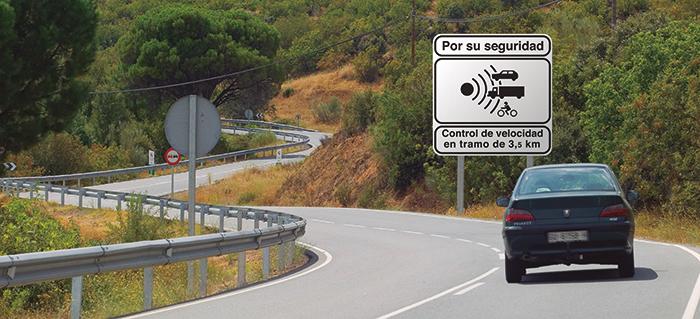 Una señal avisa de la presencia de un radar fijo.