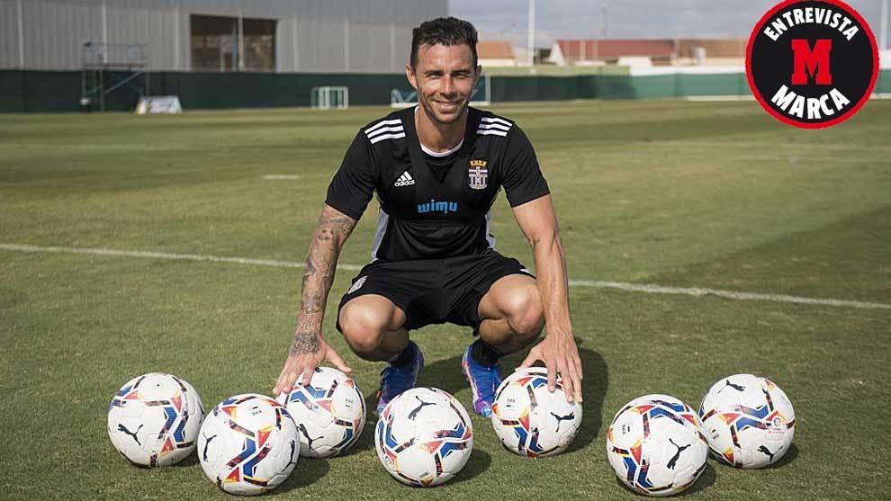 Rubén Castro posa para  MARCA en las instalaciones del Pinatar Arena