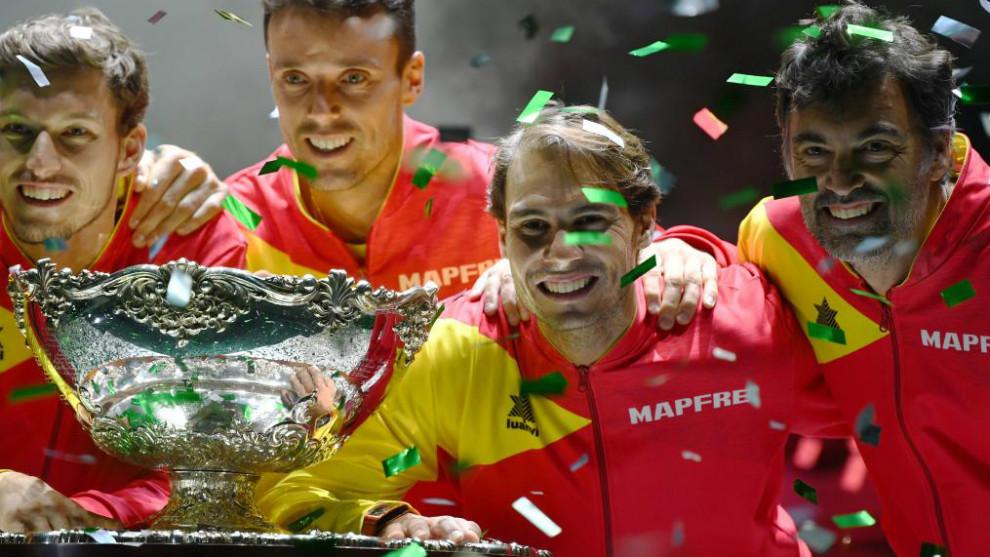 La selección española celebra la Copa Davis 2019.