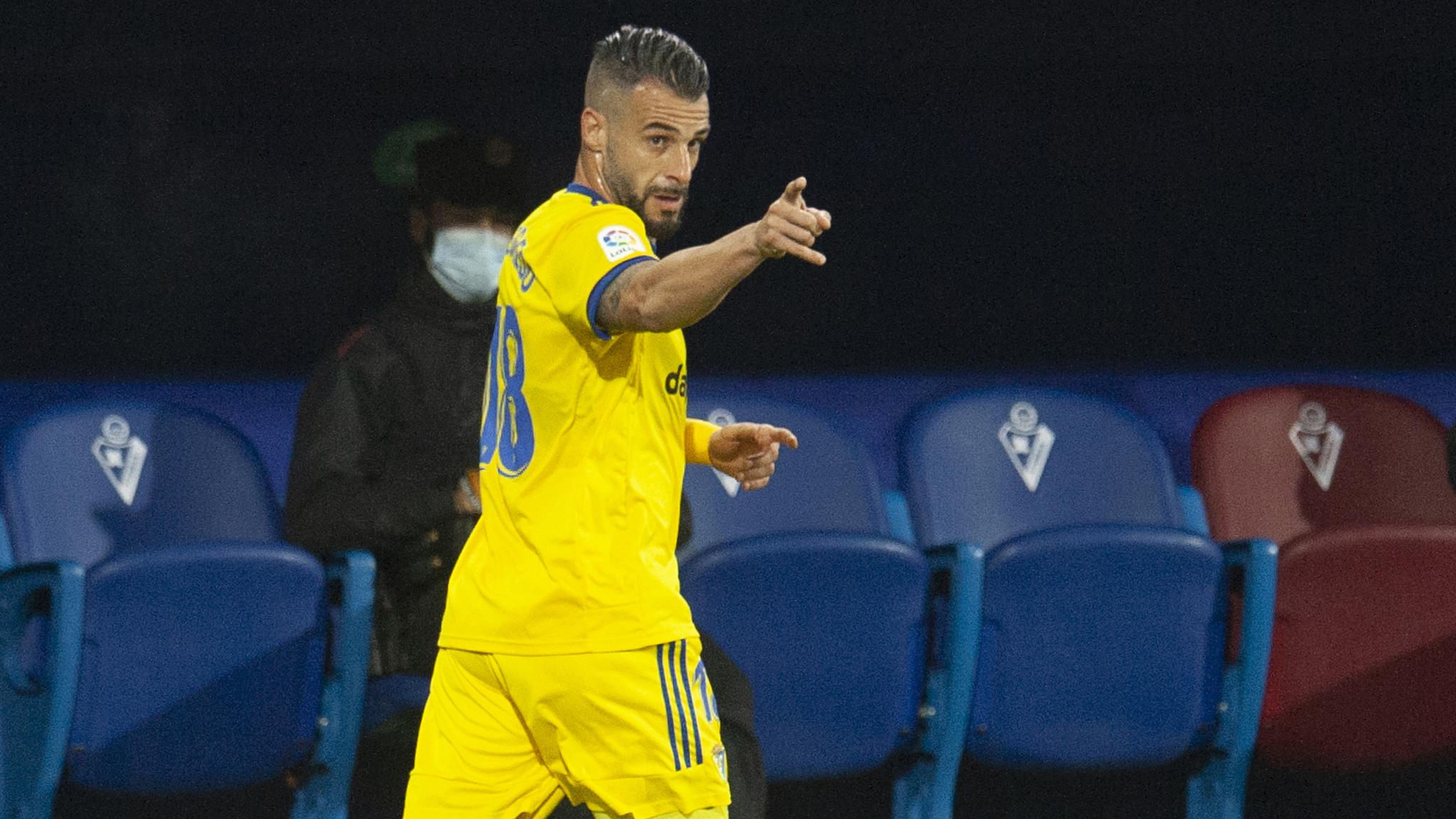 Negredo celebra un gol con el Cádiz.