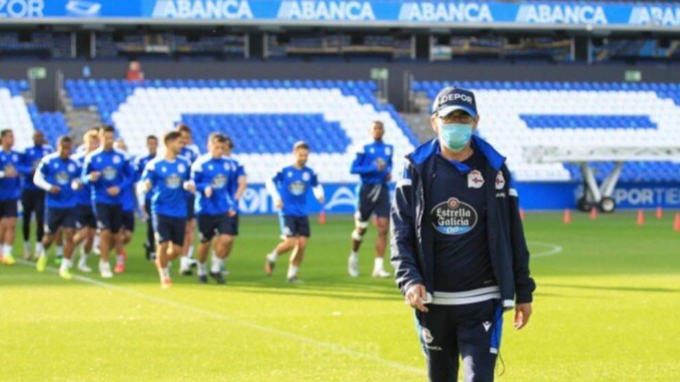 Fernando Vázquez da con la tecla en defensa
