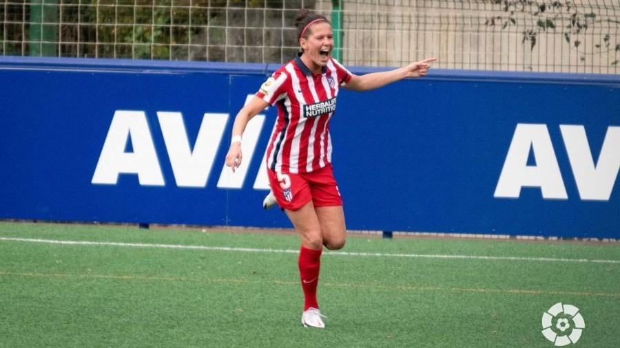 Merel Van Dongen celebra el primer gol del partido ante el Eibar.