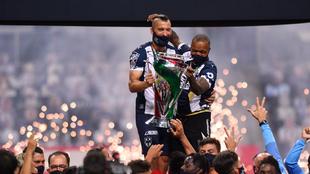 Nico Sánchez alzó el título de la Copa MX del Monterrey. |