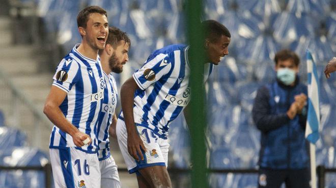Guevara, Portu e Isak celebran el gol de la victoria de la Real...