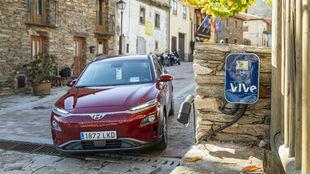 Un Hyundai Kona 100% eléctrico del programa Vive en el pueblo de La...
