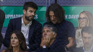 Toni Nadal, delante de Piqué y Puyol en la Davis