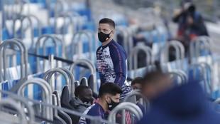 Luka Jovic, en la grada de Valdebebas antes del inicio del partido...