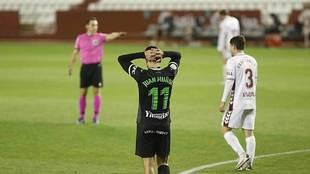 Juan Muñoz se lamenta de una ocasión fallada en el Carlos Belmonte
