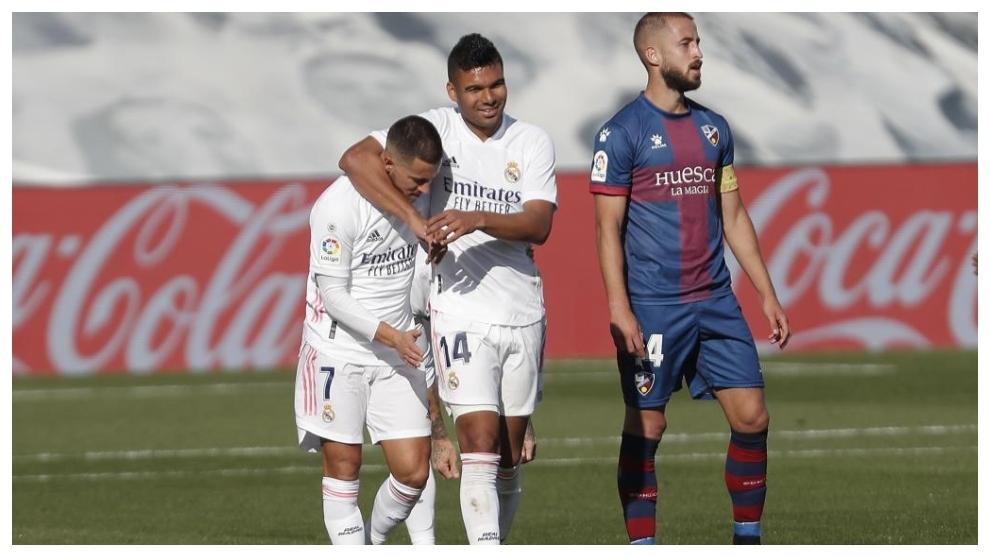 Casemiro y Hazard, juntos durante el choque ante el Huesca.