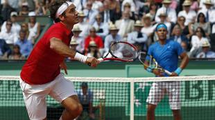 Roger Federer y Rafa Nadal durante la final de 2011 en Roland Garros.