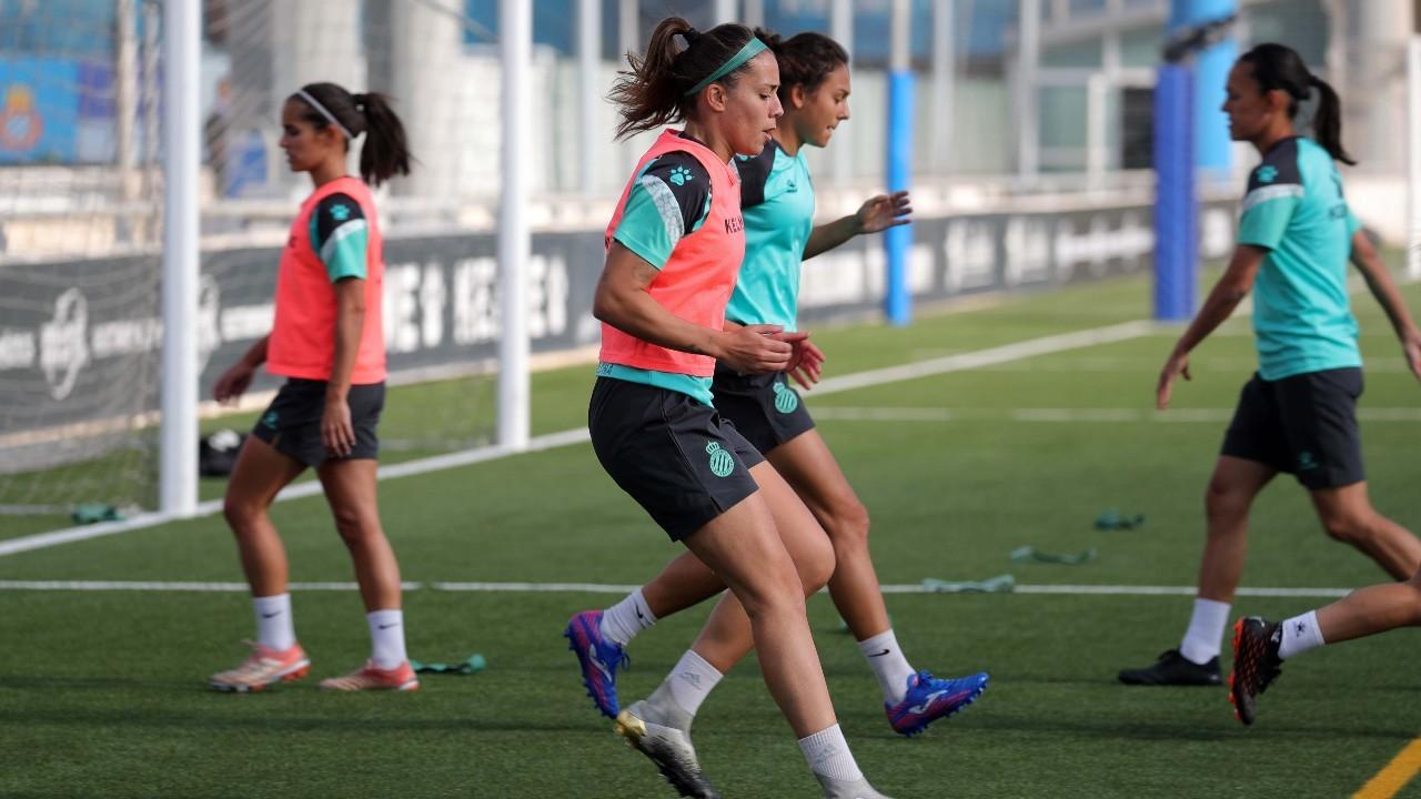 Las jugadoras del Espanyol durante un entrenamiento en la Ciudad...