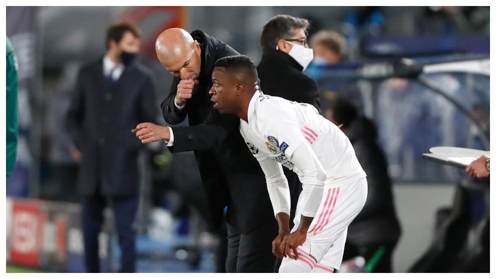 Zidane da instrucciones a Vin