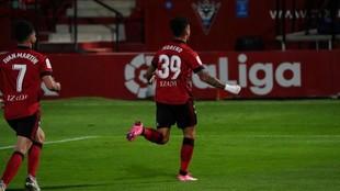 Sergio Moreno celebra el gol que marcó al Sporting en Anduva