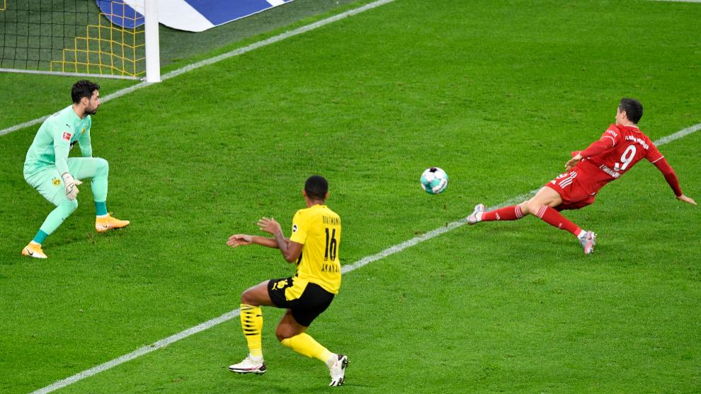 Lewandowski anota ante el Dortmund