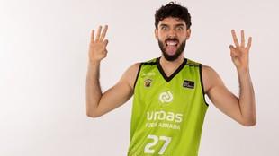 Marc García bromea durante la sesión oficial de fotos del Urbas...