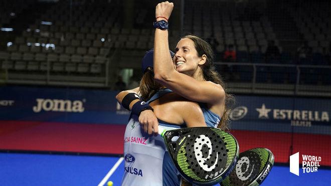 Gemma Triay y Lucía Sainz celebran la victoria.