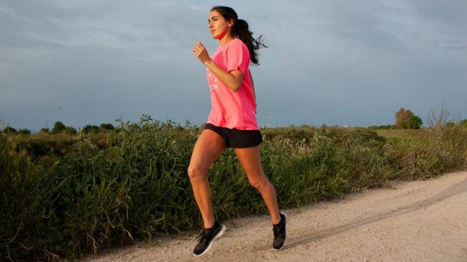 Una participante de una de las carreras de la mujer de este año.