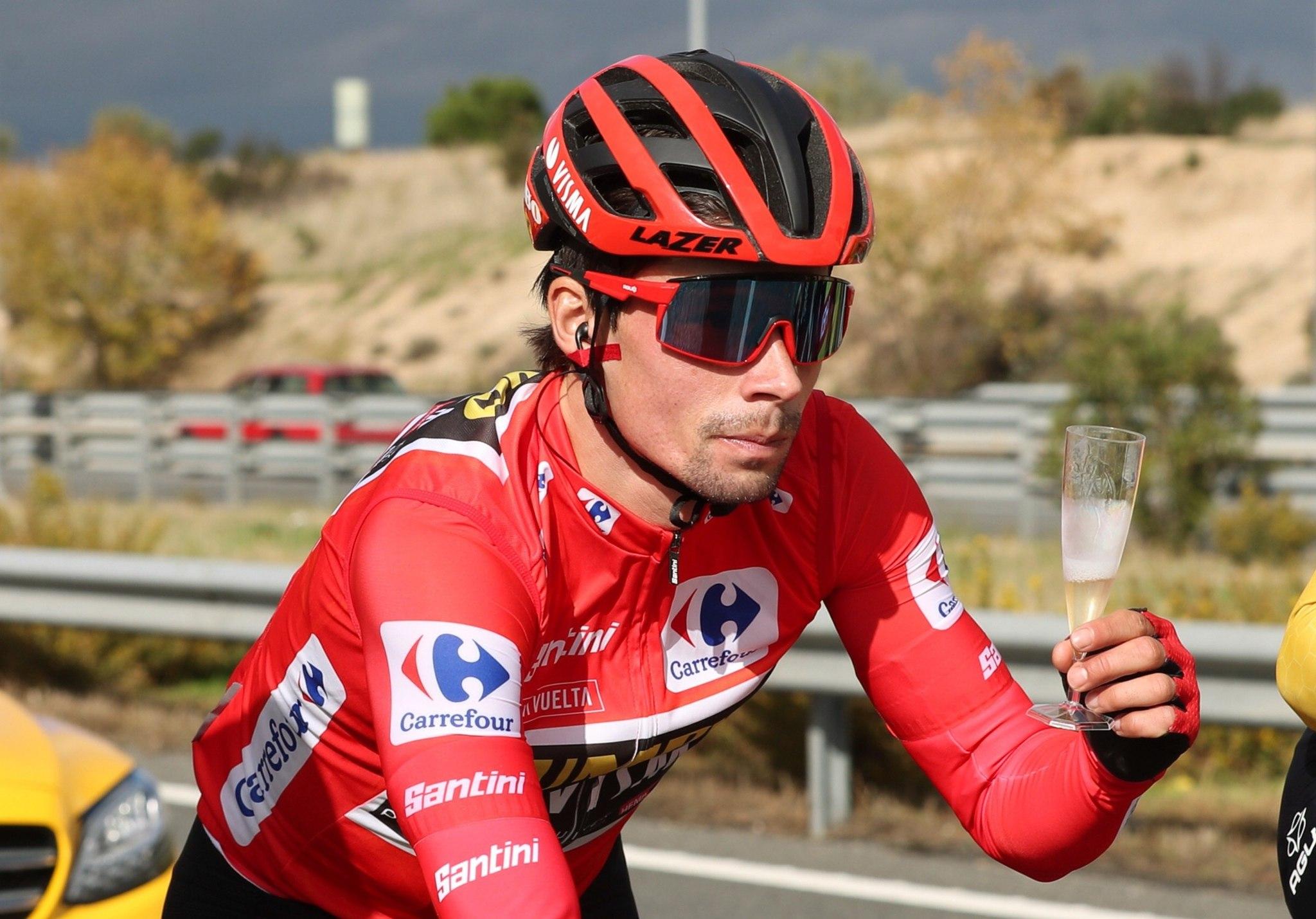 MADRID, 08/11/2020.- El esloveno Primoz Roglic (Jumbo Visma), primer clasificado, celebra su más que posible triunfo durante la última etapa de la 75 lt;HIT gt;Vuelta lt;/HIT gt; a España, Hipódromo de la Zarzuela-Madrid, sobre un recorrido de 124,2 km. EFE/ Kiko Huesca