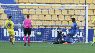 Sekou Gassama, durante la acción de su segundo gol del partido.