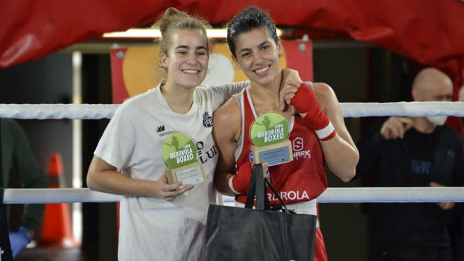 Laura Fuertes y Jennifer Fernández.