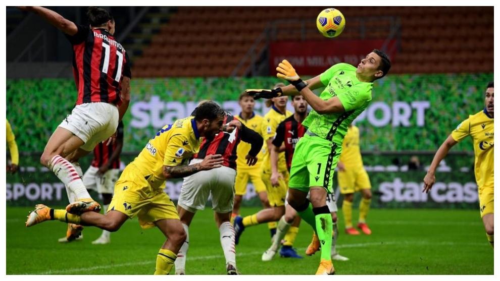 Silvestri salva un cabezazo a bocajarro de Ibrahimovic.