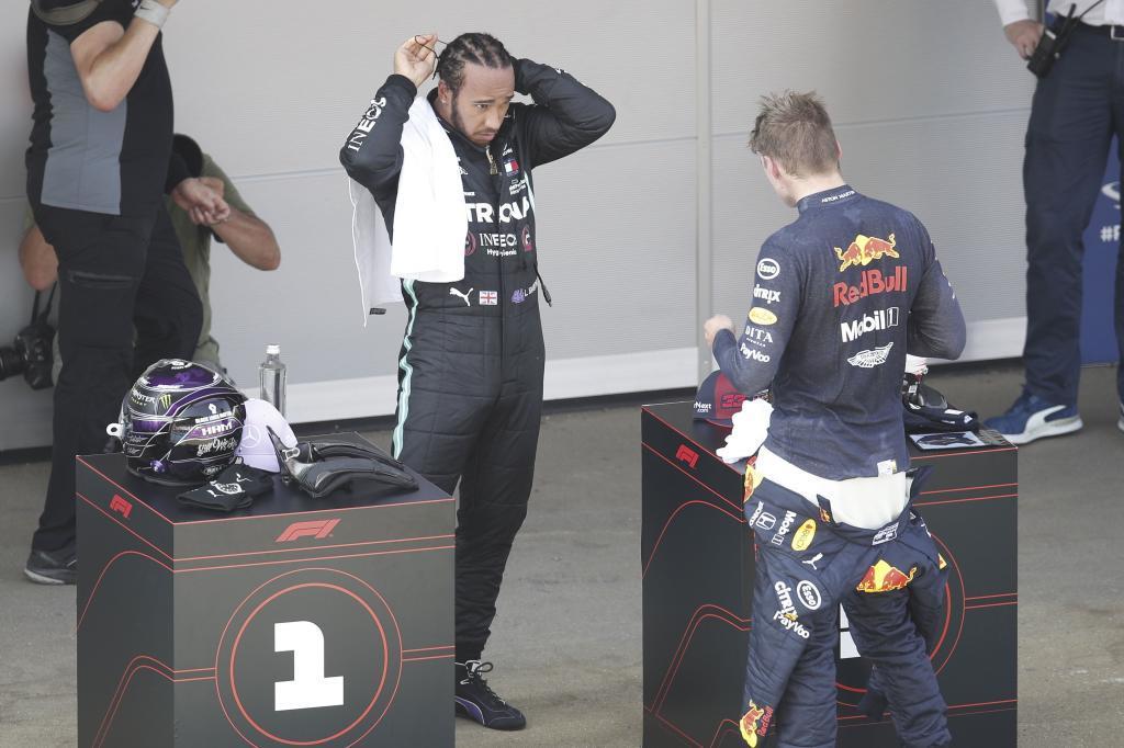 Verstappen habla con Hamilton.