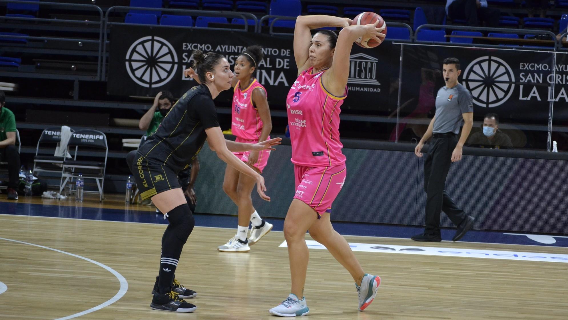 Rita Montenegro, jugadora del Ciudad de La Laguna, en el partido ante...