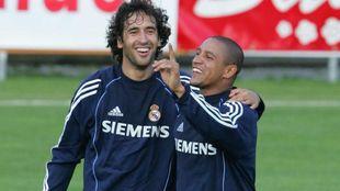 Raúl y Roberto Carlos, en su época de jugador.