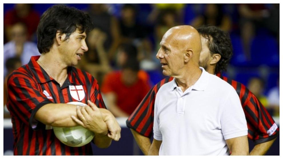 Arrigo Sacchi, junto a Demetrio Albertini en un partido homenaje.