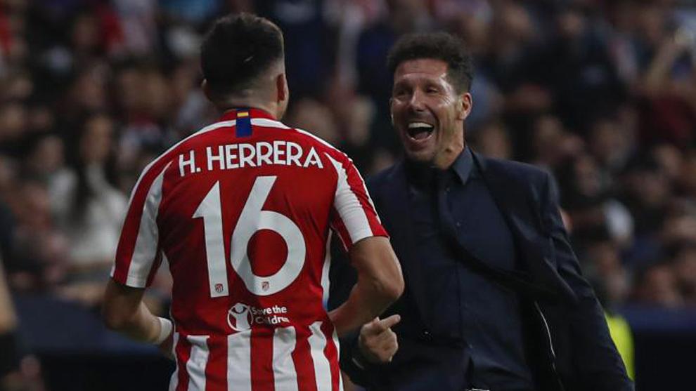 Simeone felicita a Herrera.