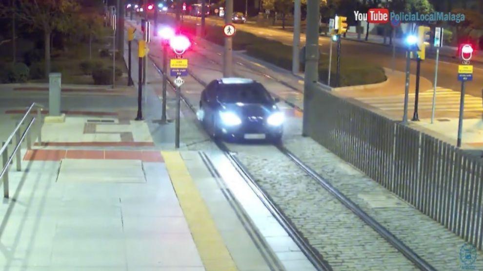 Una conductora ebria circula durante un kilómetro... ¡¡por las vías del Metro!!