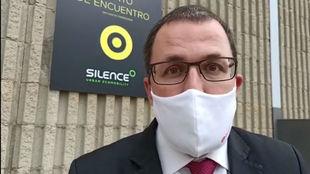 Raül Blanco, este martes en la fábrica de Silence incendiada.