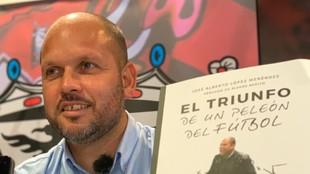 José Alberto López, técnico del Mirandés, durante la presentación...