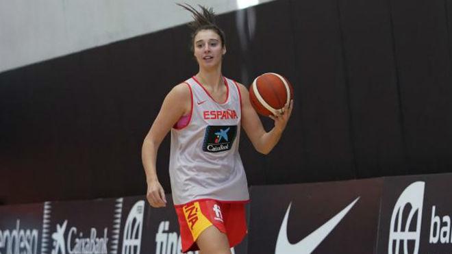 Raquel Carrera durante un entrenamiento con la selección en Valencia.
