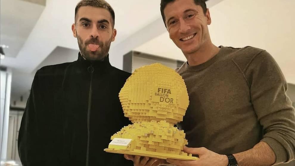 Lewandowski ya tiene su balón de oro... ¡¡pero de lego!!