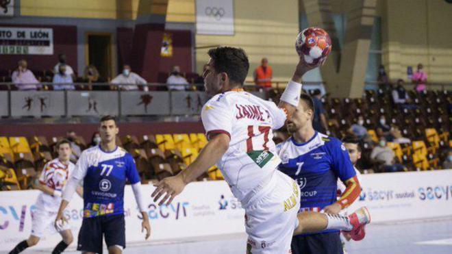 Jaime Fernández, uno de los dos jugadores del Ademar que jugó con...