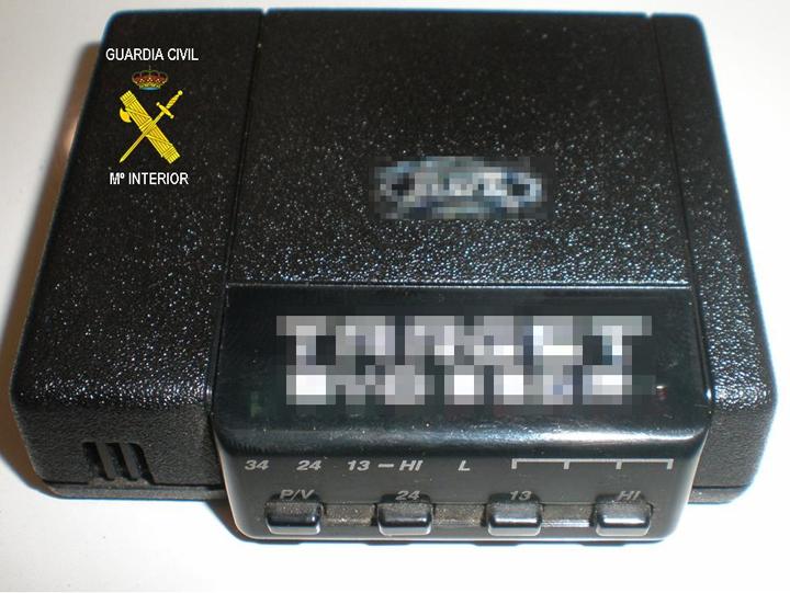 Un inhibidor de señal para eludir radares confiscado por la Guardia Civil.