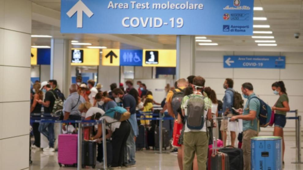 España exigirá a los viajeros procedentes de países de riesgo una...