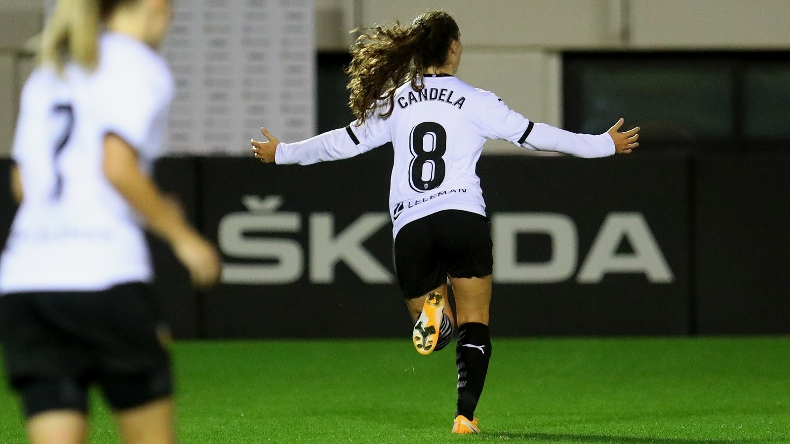 Candela Andúar celebra uno de los dos goles anotados frente al Santa...
