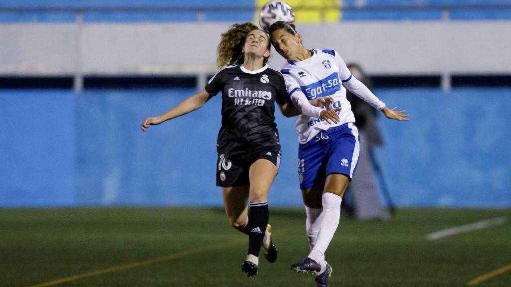 Lance del partido entre Granadilla y Real Madrid en La Palmera.