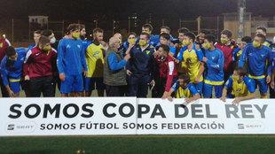 Los jugadores del Tomares celebran la clasificación para la primera...
