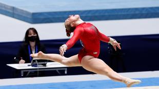 Nadia Comaneci fue la primera gimnasta en conseguir el primer 10...