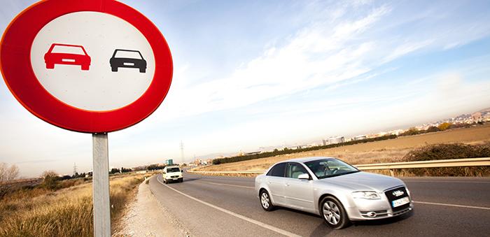 El objetivo es reducir los adelantamientos en vía convencional porque son peligrosos.